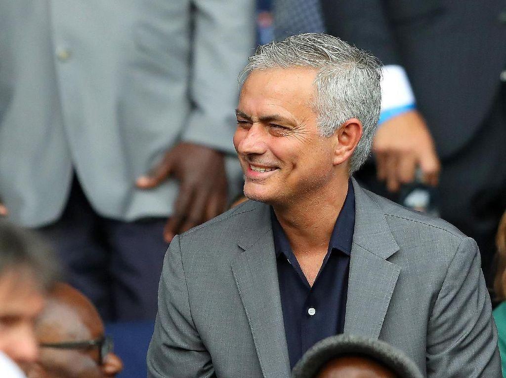 Asyik Nonton F1, Mourinho: Sembari Tunggu Klub yang Pas