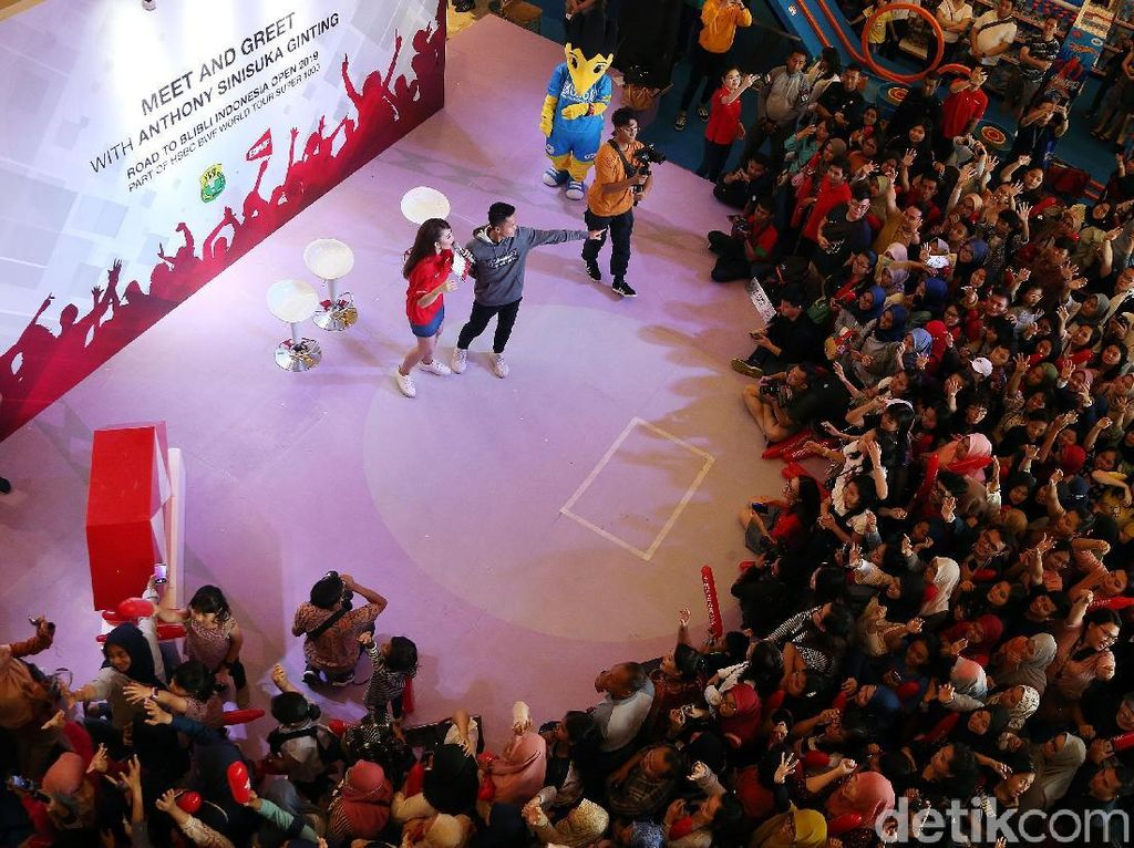 Anthony Ginting Sapa Fans Jelang Indonesia Open 2019