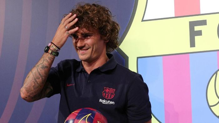 Antoine Griezmann mengomentari rumor transfer Neymar ke Barcelona. (Foto: Albert Gea/Reuters)