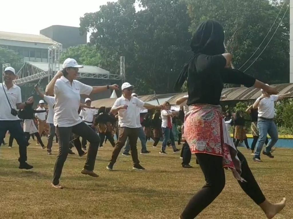 Lenggak-lenggok Sri Mulyani Tirukan Gerakan Tarian Anak STAN