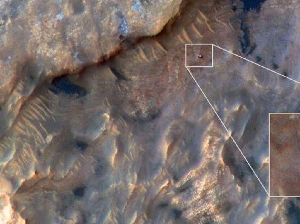 Robot Amerika Terpantau Berkeliaran di Mars