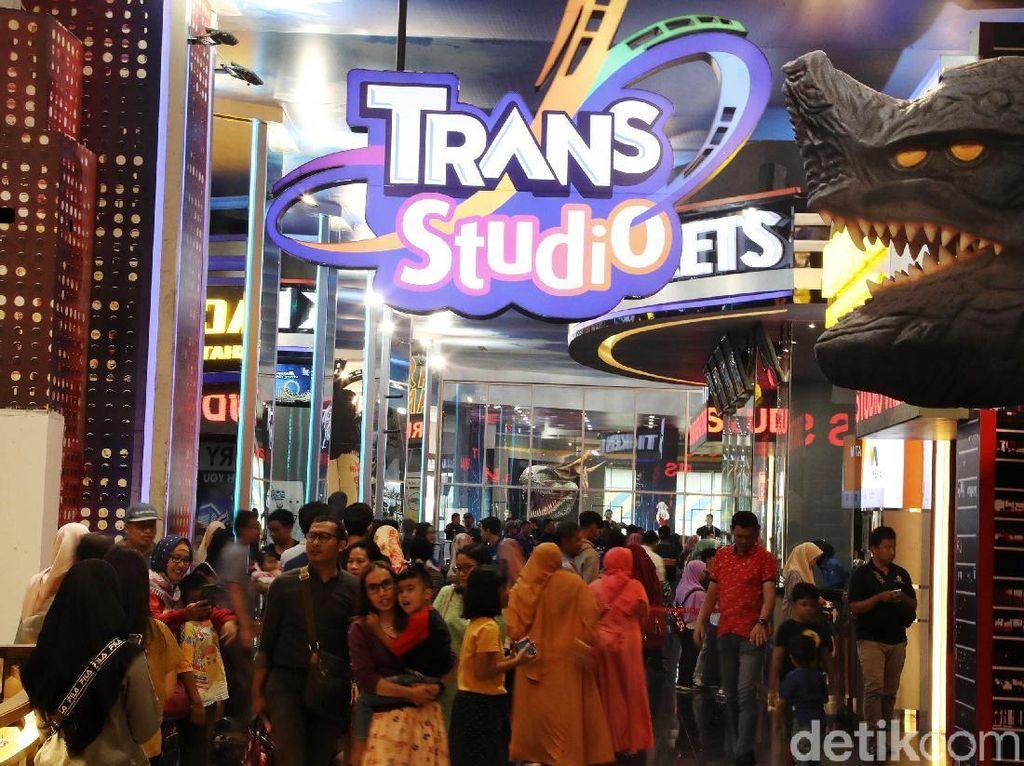 Potret Ramainya Trans Studio Cibubur
