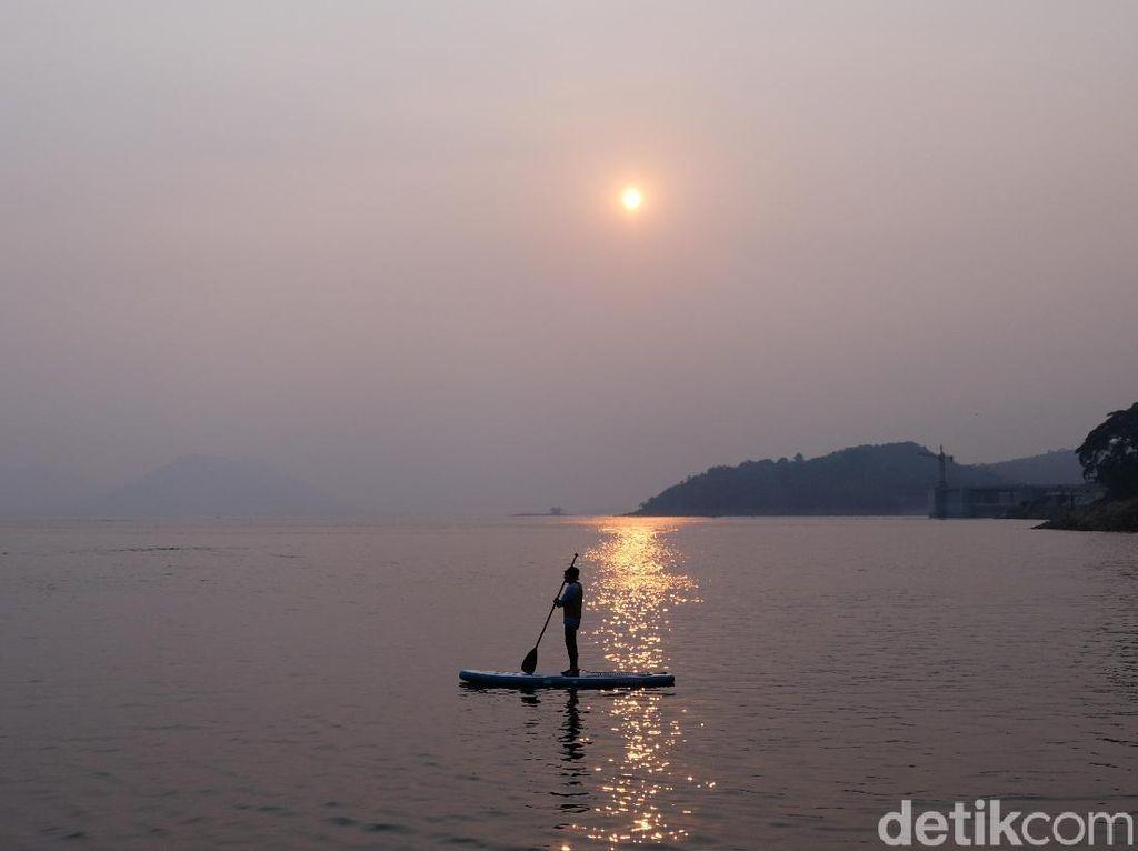 Foto: Bu Susi, Ada Tempat Main Paddle Board Nih di Purwakarta