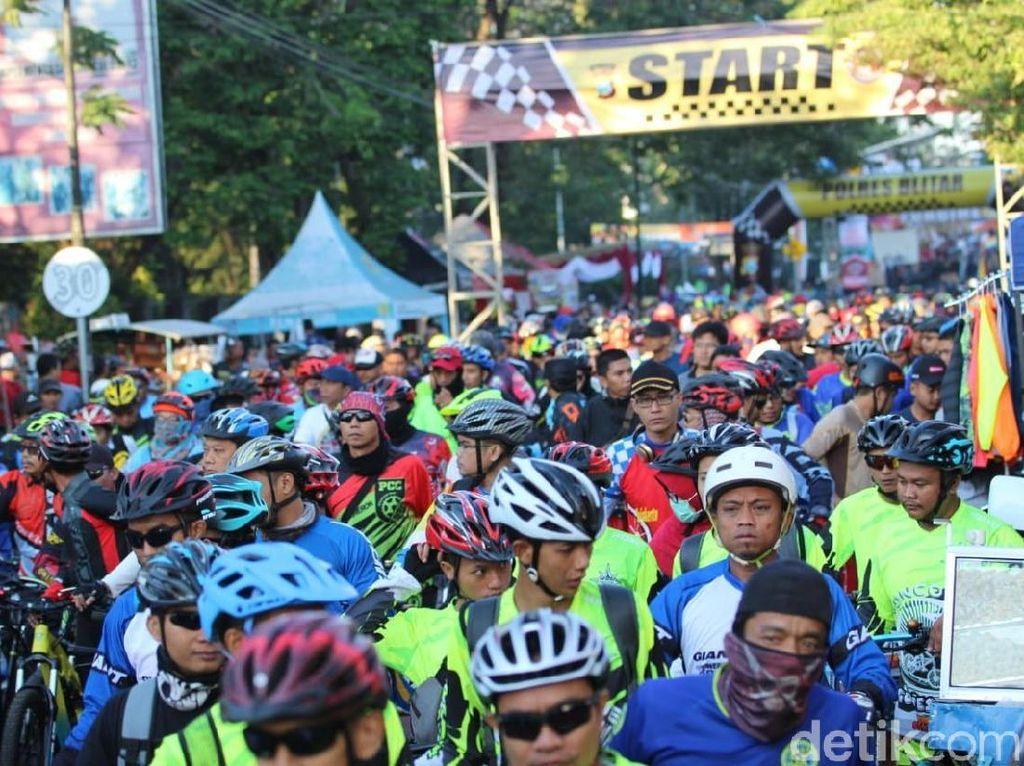 Fun Bike Colour Festival di Blitar Bertabur Hadiah Mewah