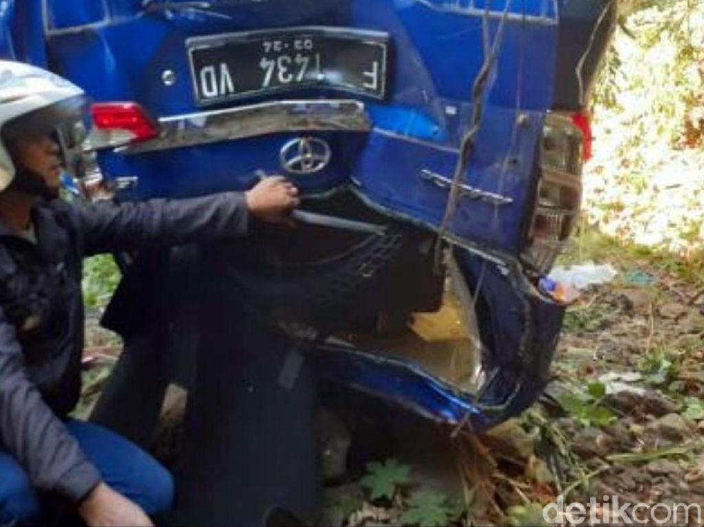 Mobil Masuk Jurang di Jalan Geopark Ciletuh, Sopir Tewas