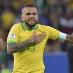 Arsenal Memburu Dani Alves