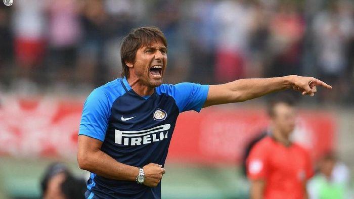Antonio Conte meraih kemenangan di laga debutnya dengan Inter Milan (Foto: twitter.com/inter)