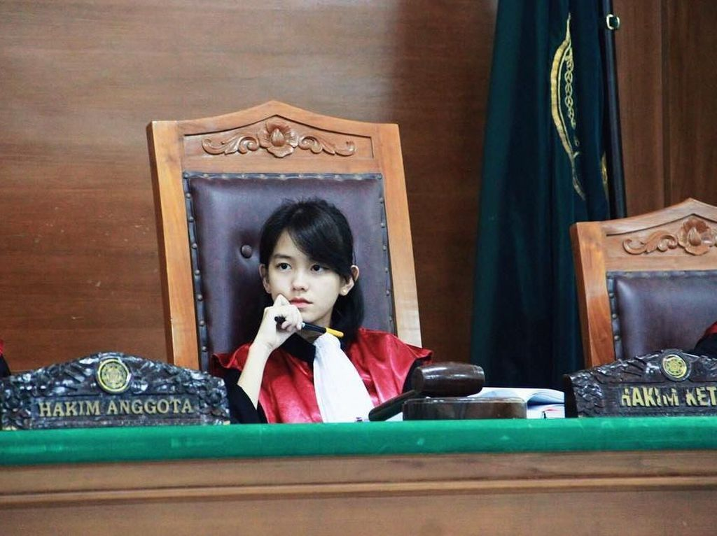 Viral Foto Hakim Cantik dan Imut, Netizen Minta Divonis Cinta Seumur Hidup