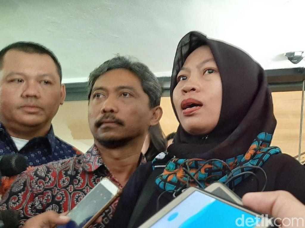 Baiq Nuril Terisak Baca Surat Permohonan Amnesti untuk Jokowi