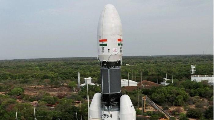Geosynchronous Satellite Launch Vehicle Mark III (GSLV Mk-III), roket milik badan antariksa India untuk misi Chandrayaan-2 ke Bulan. Foto: BBC World