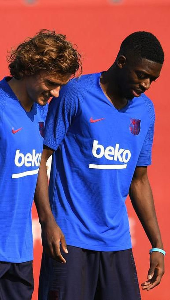 BARCELONA, SPAIN - JULY 15: Samuel Umtiti, Antoine Griezmann and Ousmane Dembele of FC Barcelona arrive at their first training session at Ciutat Esportiva of Sant Joan Despi on July 15, 2019 in Barcelona, Spain. (Photo by David Ramos/Getty Images)