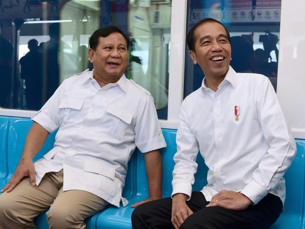 Jokowi Ajak Prabowo Swafoto Usai Bertemu di Istana