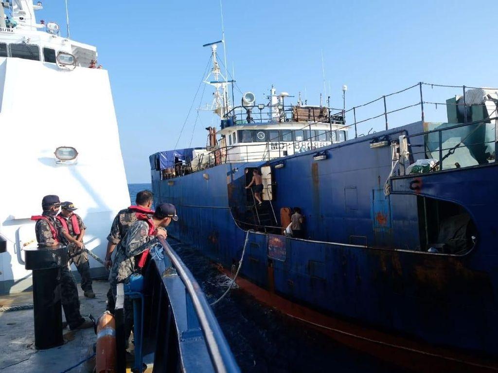 Kapal Pencuri Ikan Buruan Interpol Ditangkap Satgas 115 di Laut RI