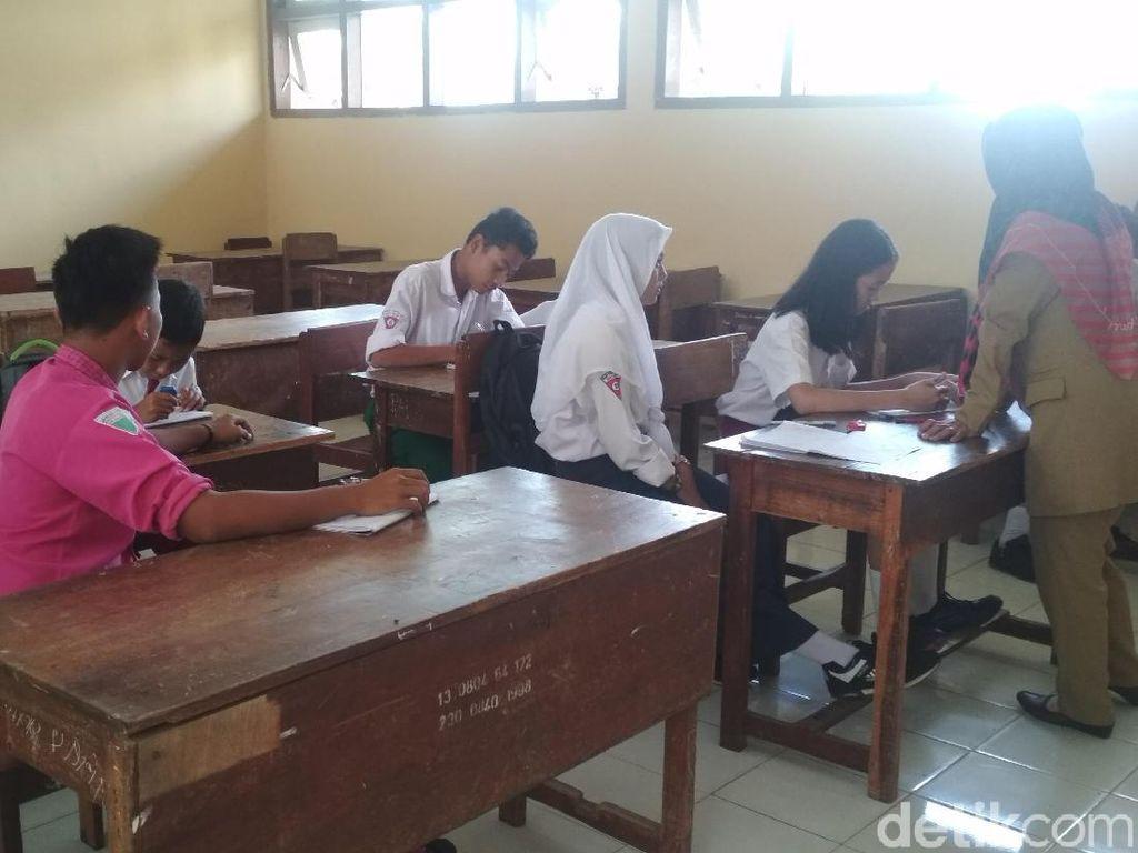 SMP Tulungagung Ini Hanya Punya 9 Siswa di Hari Pertama Sekolah