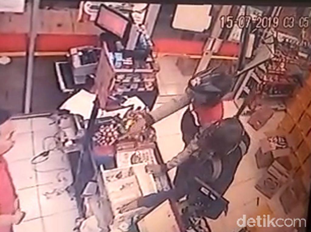 Perampok yang Satroni Minimarket di Surabaya Gondol Rp 1,7 Juta