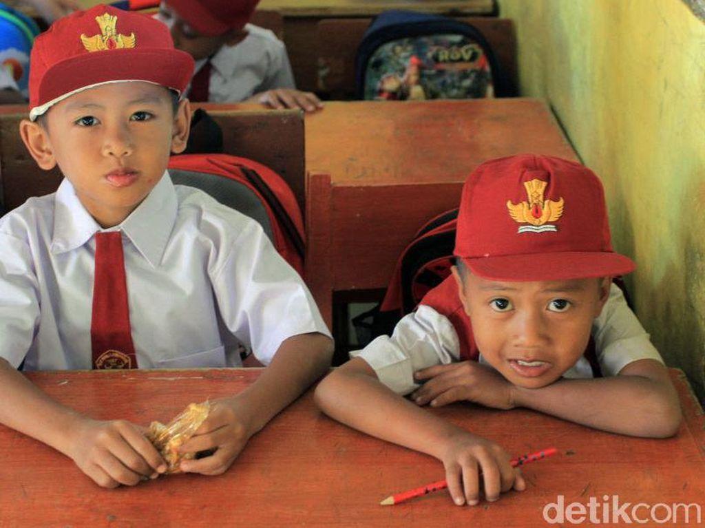 Drama di Hari Pertama Masuk Sekolah, Anak Emoh Masuk Kelas
