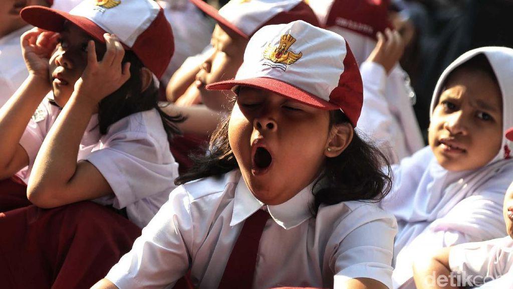 Lucu! Beragam Ekspresi Siswa SD di Hari Pertama Sekolah