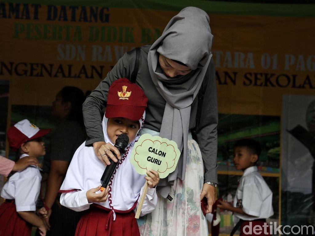 Catat! Ini Risiko Mengunggah Foto Anak Hari Pertama Sekolah di Medsos