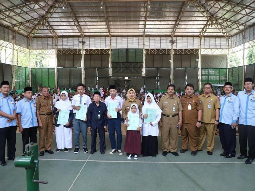 Tahun Ajaran Baru, 1.893 Siswa Kabupaten Serang Terima Beasiswa