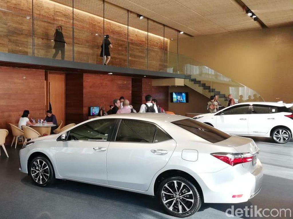 Intip Showroom Termewah Toyota di Indonesia
