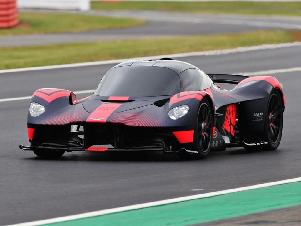 Mobil Super Aston Martin Tampil Perdana, Tenaganya 13 Kali Agya