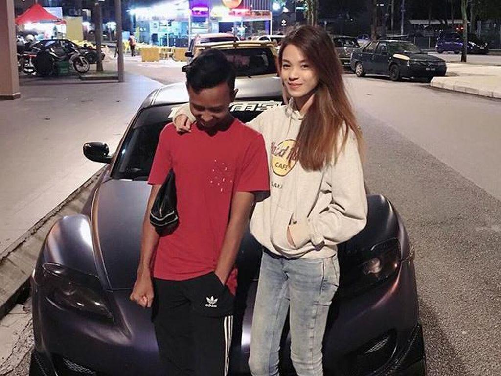 Pria Bergaya di Depan Mobil Mewah Orang Lain, Nasibnya Berakhir Mengejutkan