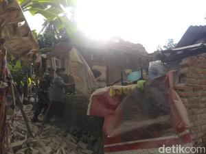 Gempa Bali Berimbas ke 13 Wilayah di Jatim, BPBD Salurkan Bantuan