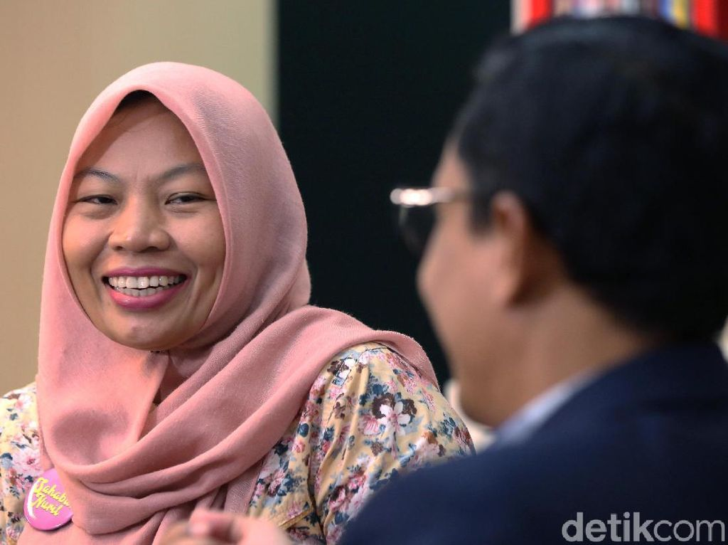 Blak-blakan Baiq Nuril: Amnesti, Raffi Ahmad dan Mimpi Jokowi