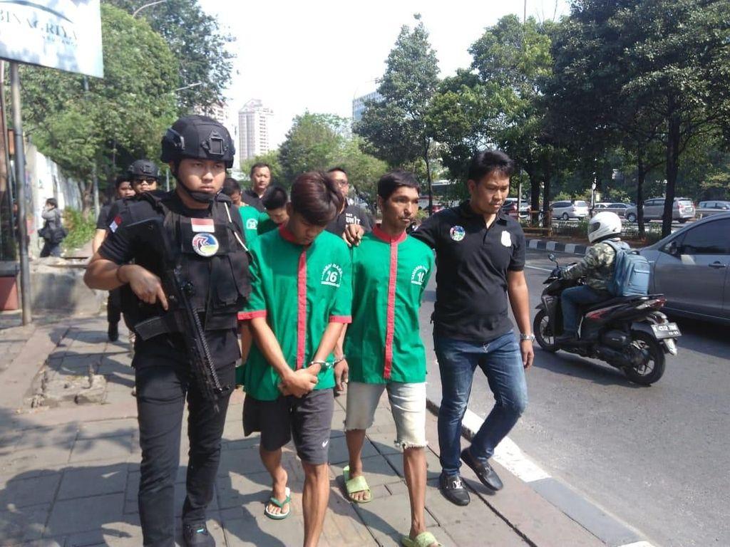 Dibekuk di Riau, 4 Kurir Jaringan Myanmar Bawa 30 Kg Sabu di Mobil