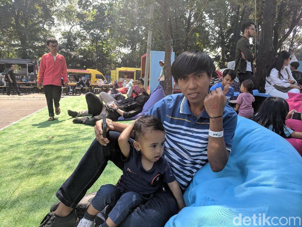 Rela Cuti Hingga Gantian Jaga Anak, Kisah Unik Penonton Indonesia Open