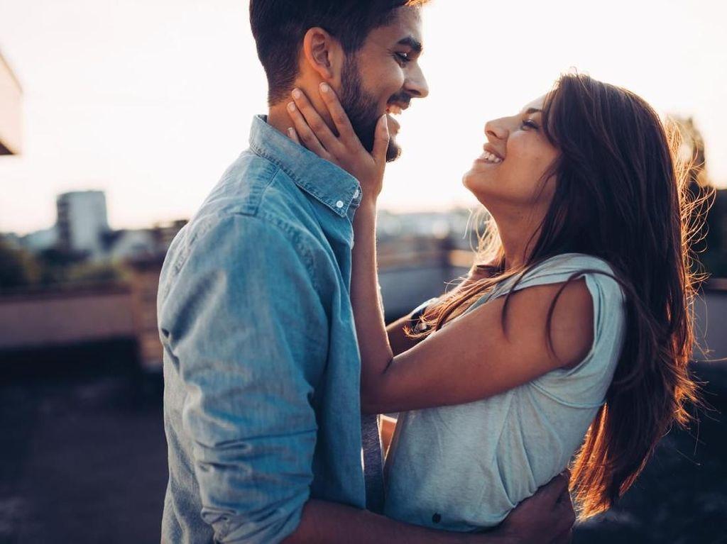 Penasaran? Ini 4 Hal yang Sering Dibayangkan Pria Saat Bercinta