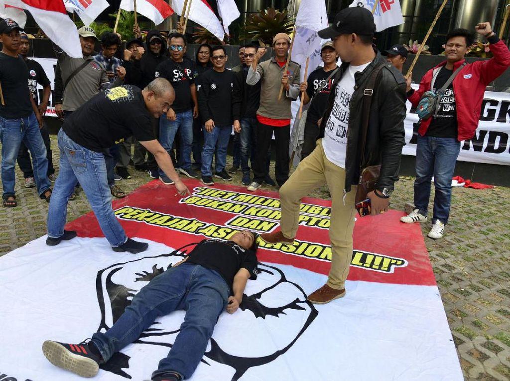 Aksi Pekerja JICT di Depan KPK