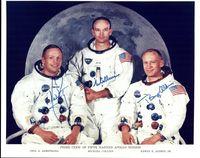 Astronot di misi Apollo 11: Neil Armstrong (kiri), Michael Collins (tengah), dan Buzz Aldrin (kanan).