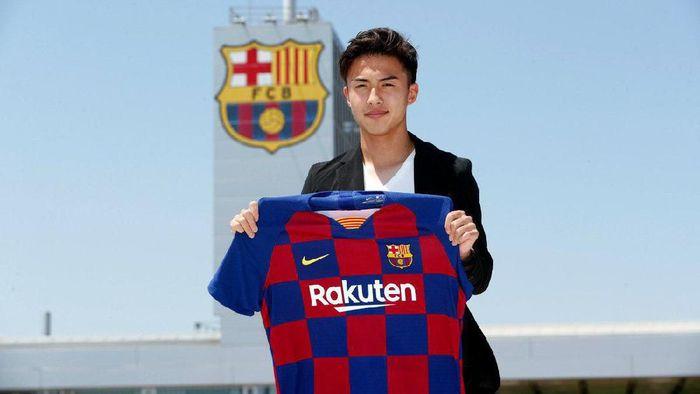 Hiroki Abe menjadi pemain belia Jepang yang direkrut Barcelona pada musim panas ini. (Foto: @FCBarcelonaFl)