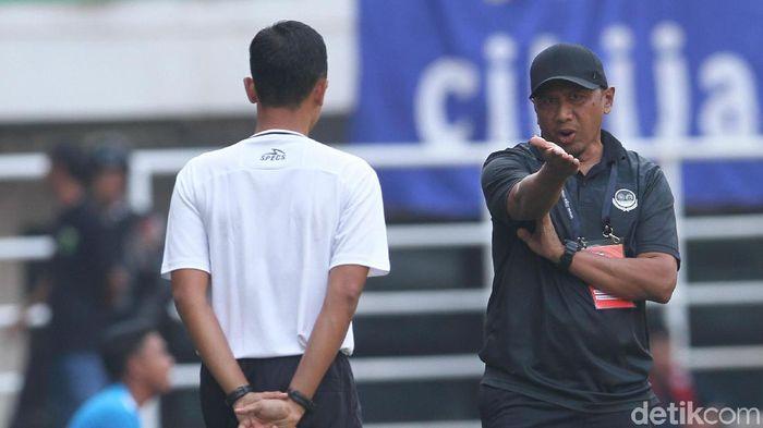 Pelatih Tira Persikabo, Rahmad Darmawan, akhirnya menelan kekalahan. (Foto: Rifkianto Nugroho/detikSport)