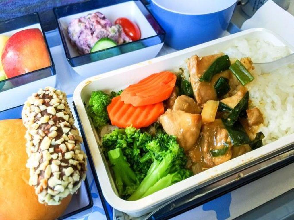 Obat Kangen, Traveler Bisa Pesan Makanan Pesawat ke Rumah