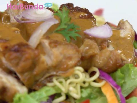 Resep Salad Mi Satai Ayam, 3 Hidangan dalam Satu Piring