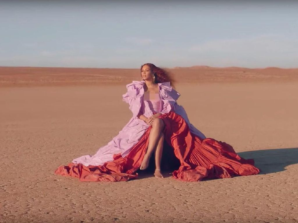 Foto: 9 Gaya Seksi Beyonce di Video Klip Spirit dari The Lion King