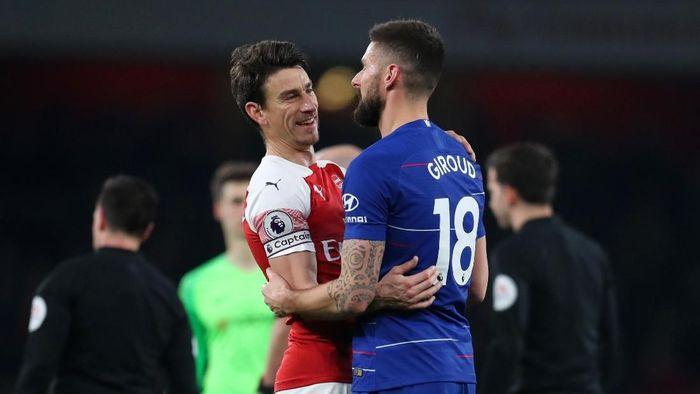 Olivier Giroud sedih melihat kondisi Laurent Koscielny di Arsenal (Catherine Ivill/Getty Images)