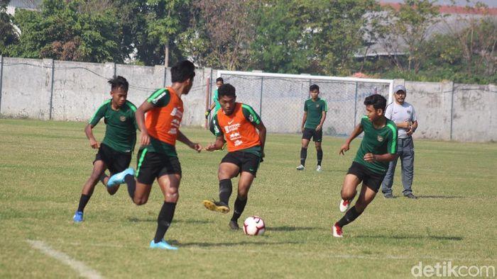 Timnas Indonesia U-19 berlatih di bawah arahan Fakhri Husaini di Stadion Jenggolo, Sidoarjo. (Foto: Suparno/detikcom)