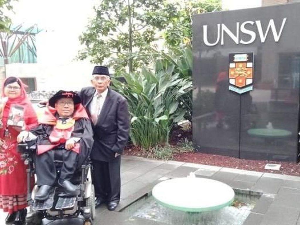 Tak Ada yang Mustahil, Difabel Asal Indonesia Antoni Tsaputra Raih Doktor di Australia
