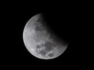 Gerhana Bulan Terakhir di 2020 Sajikan Pemandangan Suram