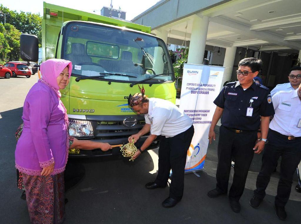 Pemkot Surabaya Dapat Hibah Dump Truk dari PT KAI