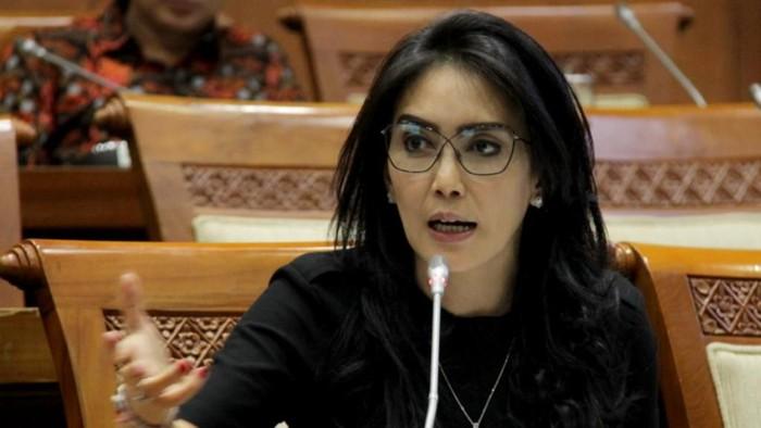Anggota DPR RI Komisi VI Fraksi PDI-P, Rieke Diah Pitaloka meminta Pelindo II kembali mempekerjakan outsourcing JICT dan Jasa Armada Indonesia.