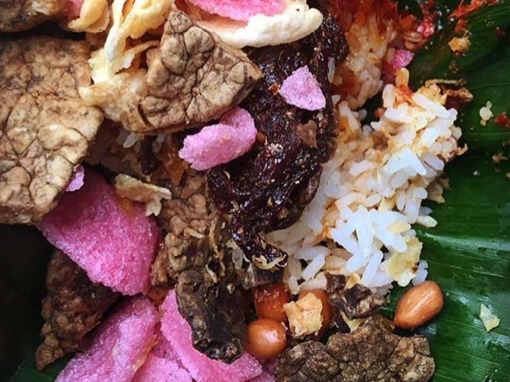 Sarapan Nasi Gurih dari Serambi Mekkah yang Komplet Lauknya