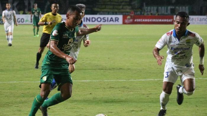 Irfan Jaya akan menghadapi klub semasa juniornya PSM Makassar ()ANTARA FOTO/Didik Suhartono)