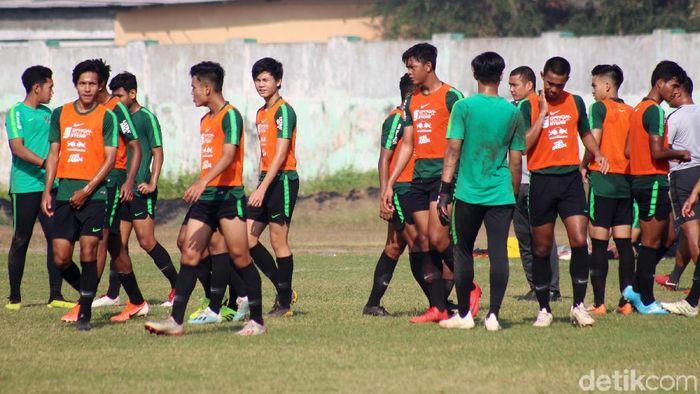 Timnas Indonesia U-19 berlatih di Stadion Jenggolo, Sidoarjo. (Suparno/detikSport)
