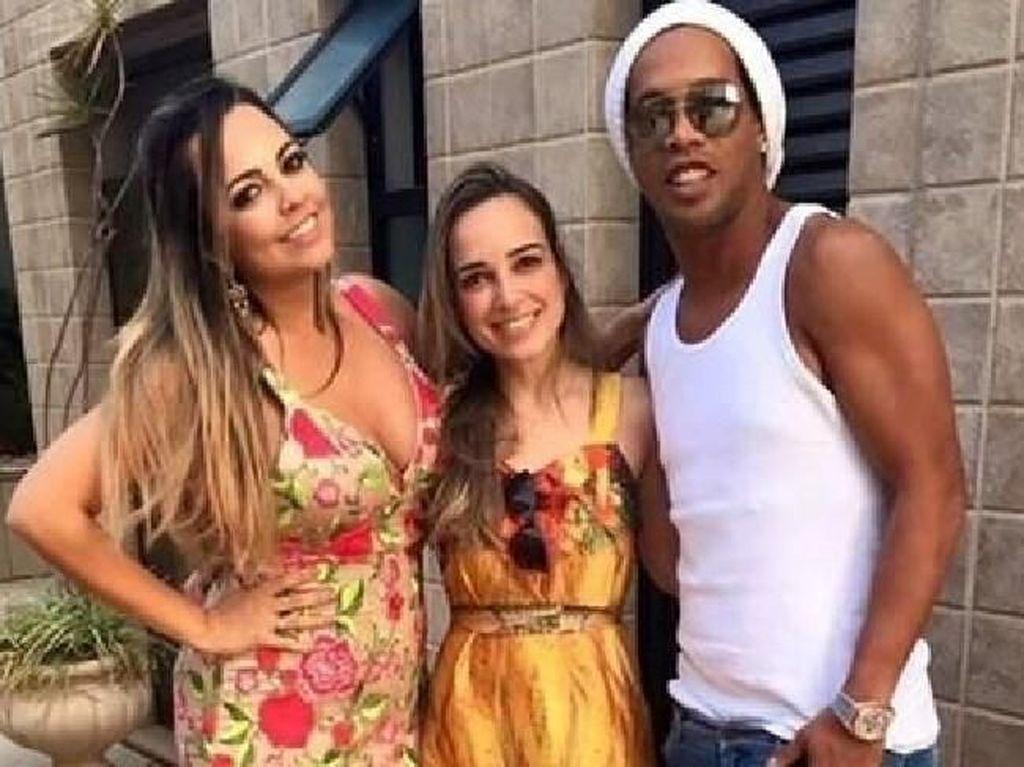 Ini Dua Wanita yang Sekaligus Dikencani Ronaldinho