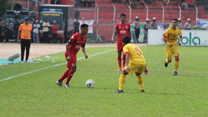 Pemain Semen Padang ditaklukkan Bhayangkara FC. (Foto: Jeka Kampai/detikcom)