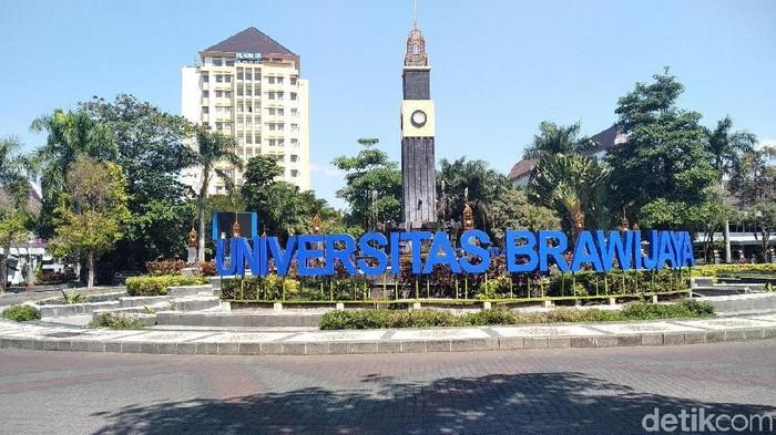 Sebelum di Universitas Brawijaya (UB), sindikat penyebar stiker yang menawarkan jalur belakang juga beraksi di Jakarta. Yakni di Universitas Pancasila (UP). Kala itu di UP tengah digelar seleksi jalur mandiri Universitas Gajahmada.